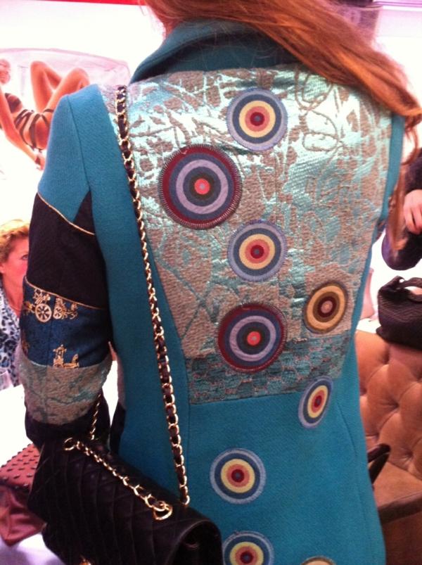 manteau-desigual-design-joyeux-avec-des-prints