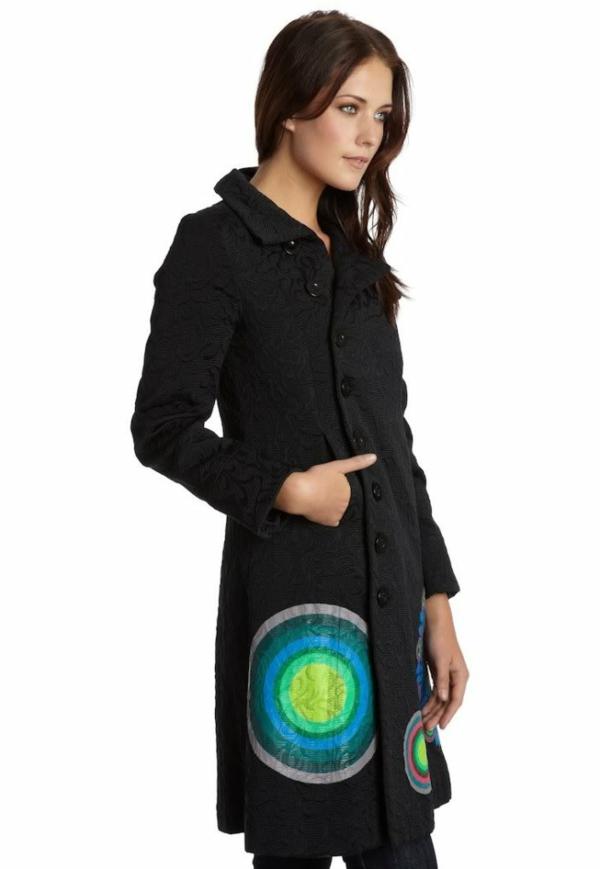manteau-desigual-noir-prints-en-couleurs-vitaminées