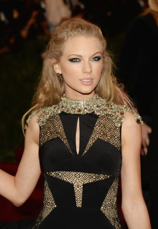 maquillage-smokey-eyes-Taylor-Swift