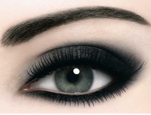 maquillage-smokey-eyes-ligne-des-cils-dramatiquement-soulignée