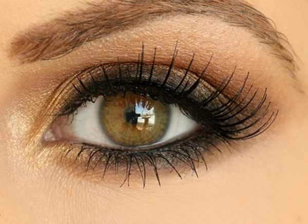 Le maquillage smokey eyes pour un regard ensorcelant - Maquillage yeux marron vert ...