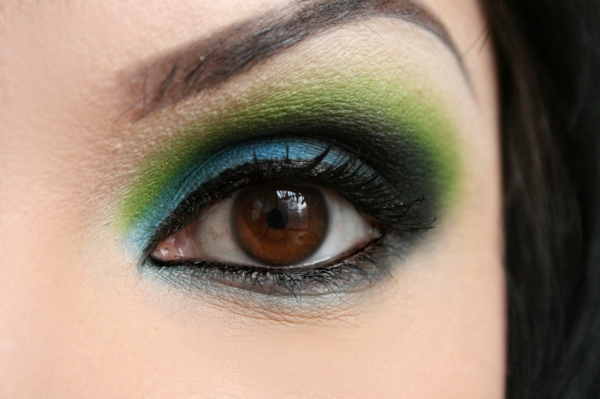 maquillage-smokey-eyes-maquillage-coloré-de-fête