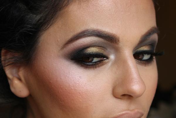 maquillage-smokey-eyes-nuances-pourpres-et-dorées