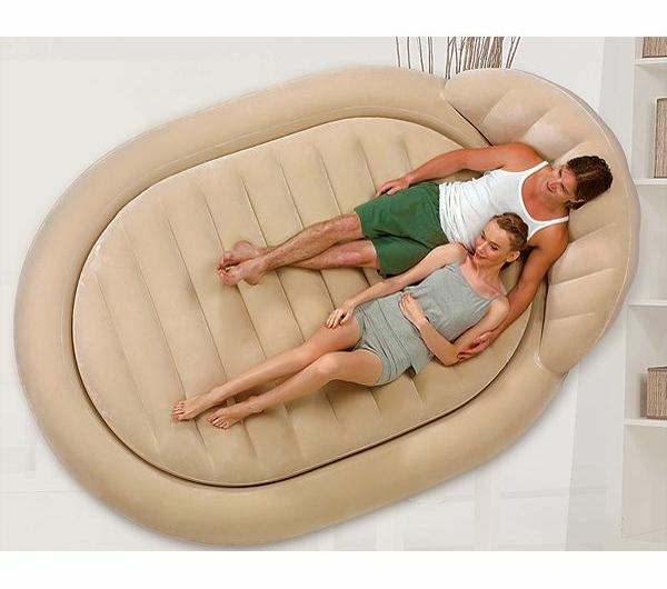 matelas-gonflable-comme-un-lit-confortable-unique-que-vous-pouvez-porter-partout-dans-me-monde-ou-le-mettre-dans-votre-salon-com