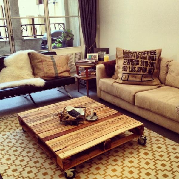meubles-en-palettes-table-basse-et-coussins-originaux-resized
