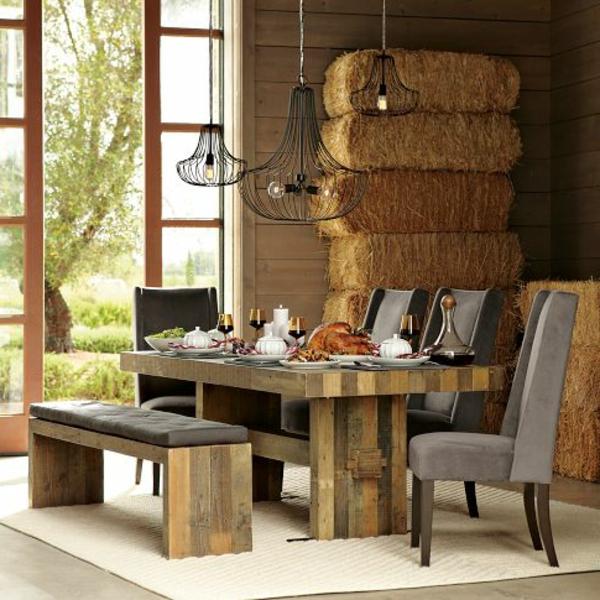 meubles-en-palettes-table-de-déjeuner-et-intérieur-original