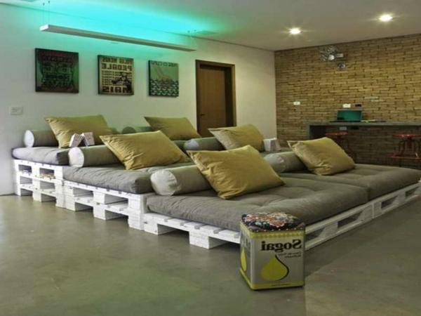 meubles-en-palettes-un-grand-lit-chambre-à-coucher