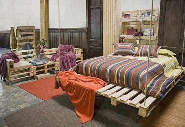 meubles-en-palettes-un-lit-suspendu