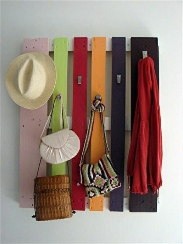 meubles-en-palettes-un-porte-manteau-mural-resized