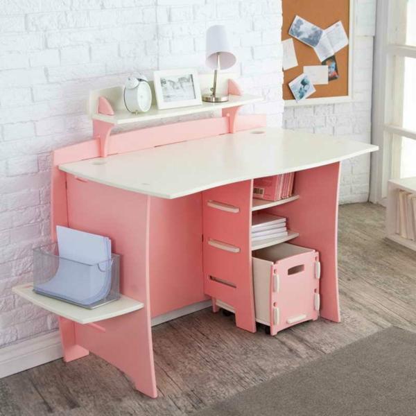 mignon-bureau-en-rose-et-sol-gris-avec-un-mur-bl