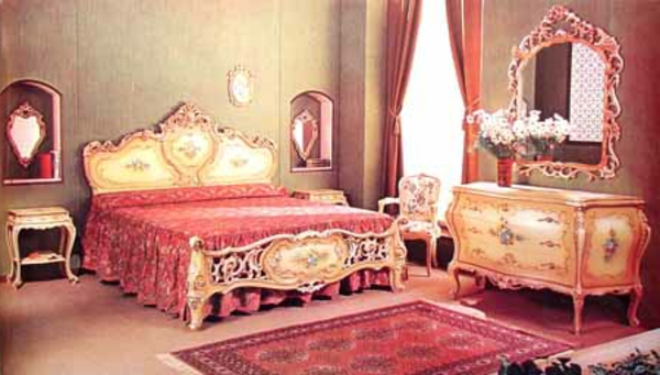 chambre a coucher style baroque avec des. Black Bedroom Furniture Sets. Home Design Ideas