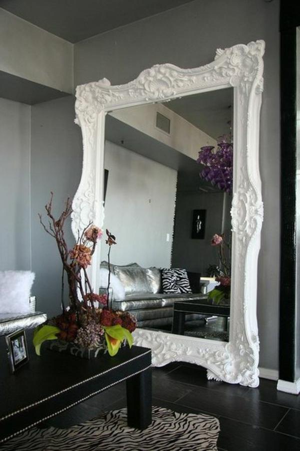 Le miroir baroque est un joli accent d co for Extra large living room mirrors