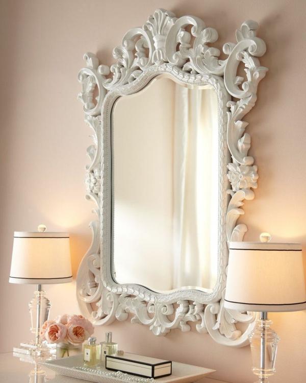 miroir-baroque-encadrement-blanc-ornementé