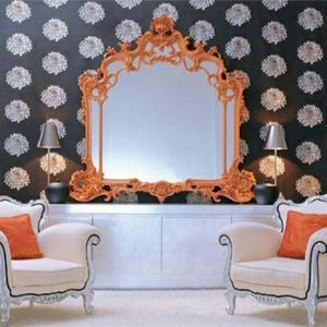 Le miroir baroque est un joli accent déco