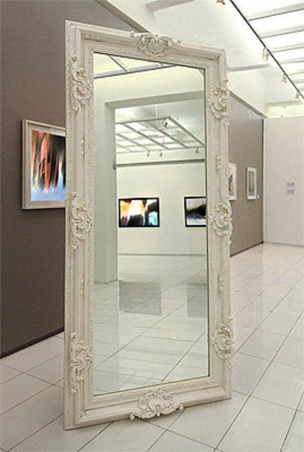 Le miroir baroque est un joli accent d co for Grand miroir baroque blanc