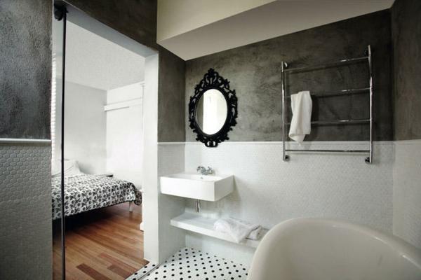 miroir-baroque-oval-dans-une-salle-de-bains