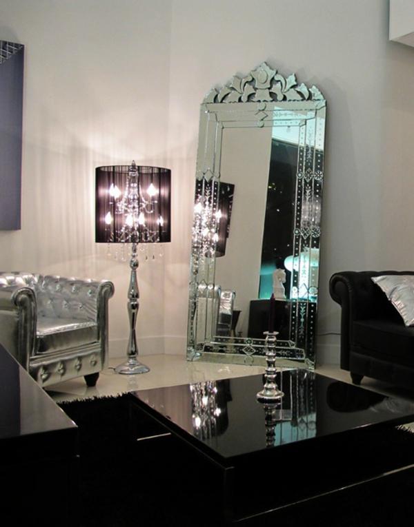 Le miroir baroque est un joli accent d co for Encadrement pour miroir
