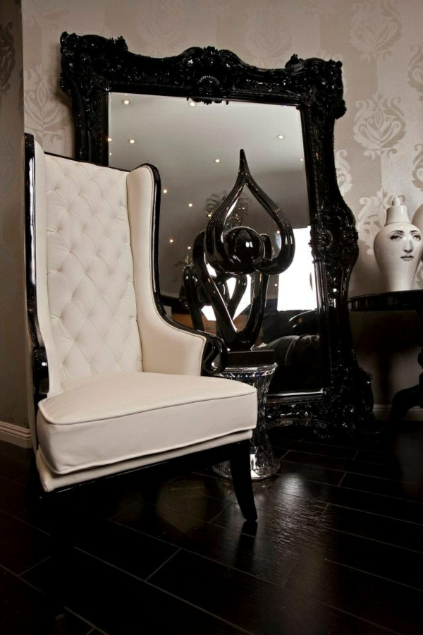 le miroir baroque est un joli accent d co. Black Bedroom Furniture Sets. Home Design Ideas