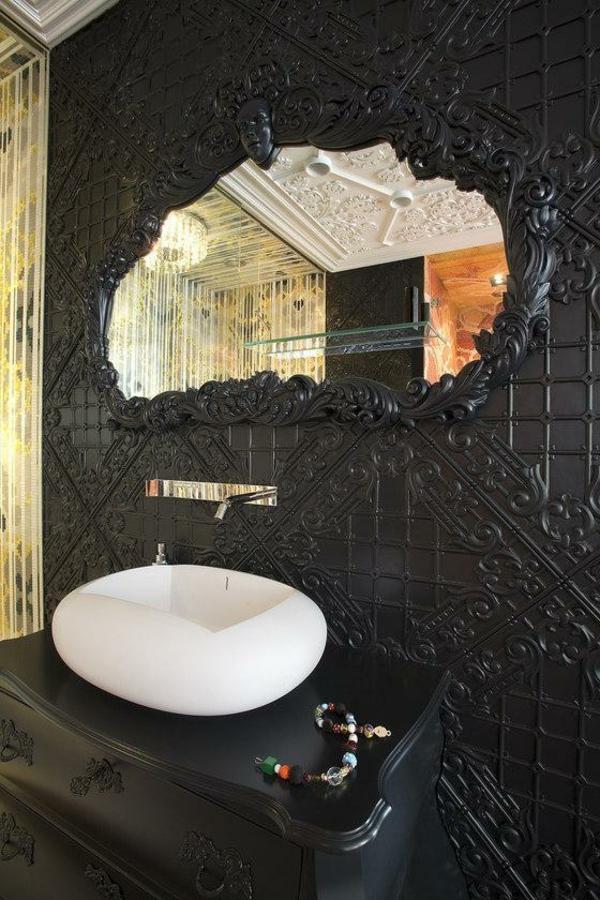 miroir-baroque-un-mur-noir-original-et-un-miroir-baroque