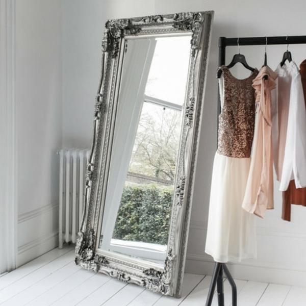 miroir-baroque-un-porte-vêtements