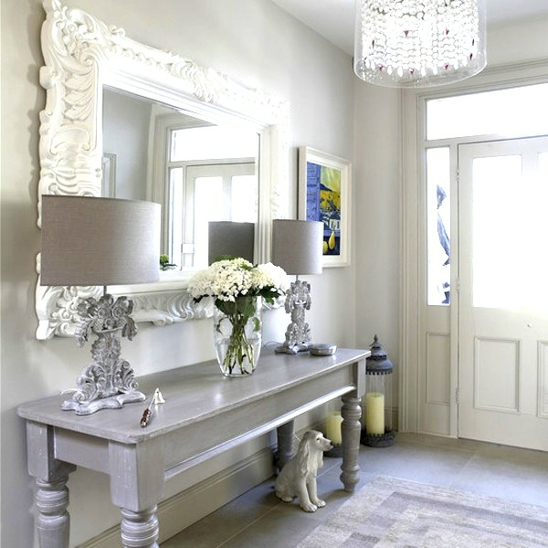 Le miroir baroque est un joli accent d co for Entree decoration interieur