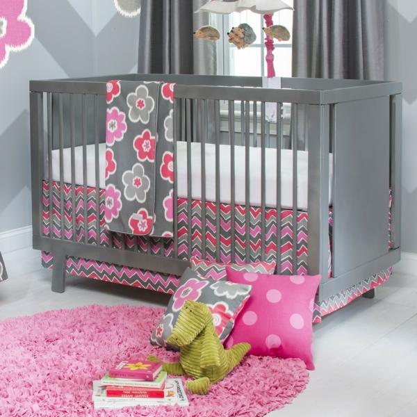 mobilier-design-denfant-pour-une-chambre-en-gris-avec-des-coussins-sur-le-sol