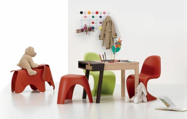 mobilier-enfant-ecologique-comme-chaise-table-et-porte-manteau
