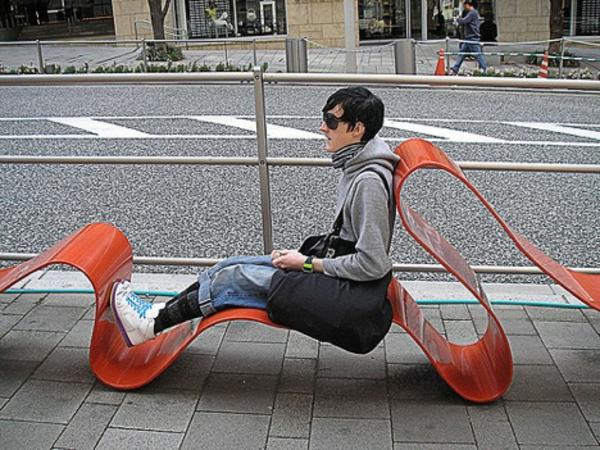 mobilier-urbain-chaise-plastique