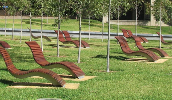 mobilier-urbain-chaises-longues-flottantes