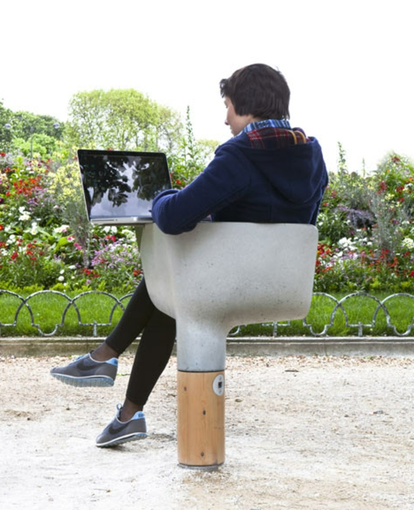 mobilier-urbain-la-chaise-avec-table-de-laptop