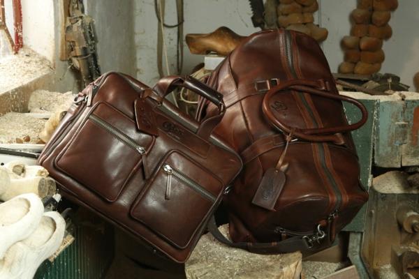 modèle-de-cuire-sac-de-voyagegrande-et-petite-pour-votre-confort-pendant-le-voyage