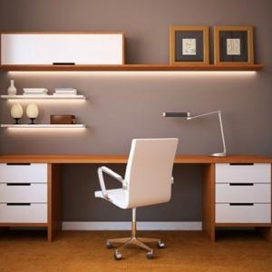 La chaise du bureau en bois - rétro moderne