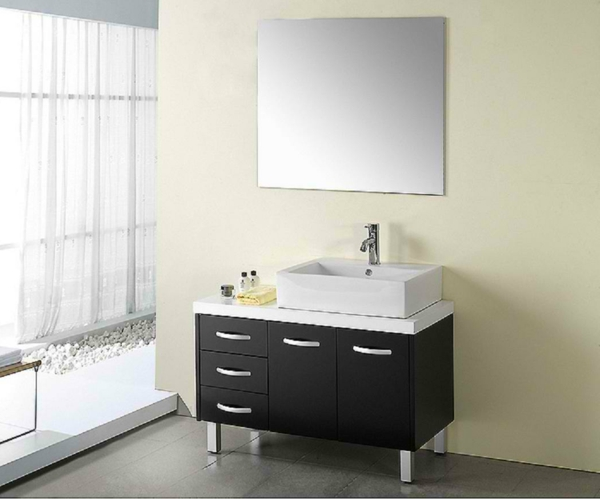 moderne-propre-style-de-meuble-sous-evier-en-noir-avec-un-lavabo-blancet-propre-design-de-miroir