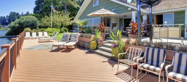 moderne-terrasse-en-bois-composite