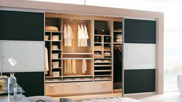 noir-porte-coulissante-de-dressing-avec-motif-vitré