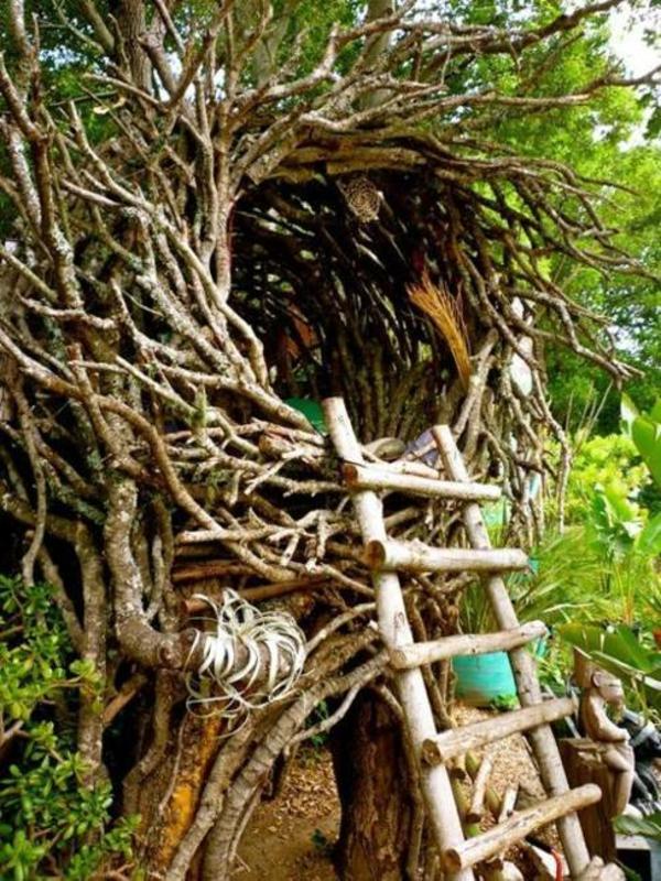 original-design-pour-une-cabane-dans-les-arbres-comme-une-maison-des-oiseaux
