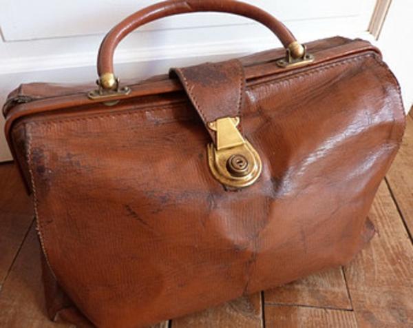 original-sac-de-voyage-en-style-rétro-en-cuire-beige