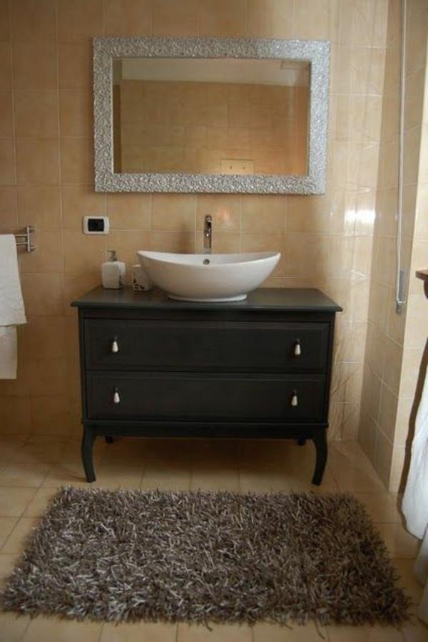petit-armoire-noir-et-un-lavabo-que-vous-allez-adore