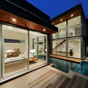 La piscine en bois rectangulaire - espace de détente et déco pour l'extérieur