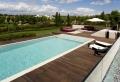 La piscine en bois rectangulaire – espace de détente et déco pour l'extérieur