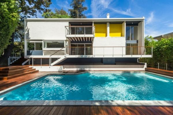 piscine-en-bois-rectangulaire-et-maison-rectangulaire