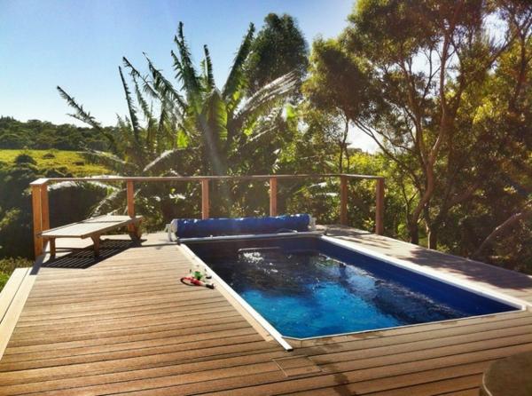 piscine-en-bois-rectangulaire-plantes-exotiques
