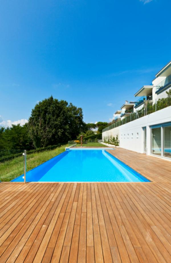 piscine-en-bois-rectangulaire-sol-bois