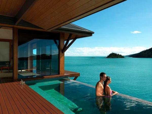 piscine-en-bois-rectangulaire-un-design-fantastique-infinity