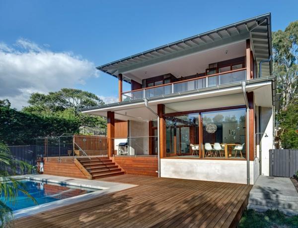 piscine-en-bois-rectangulaire-une-maison-moderne-avec-piscine