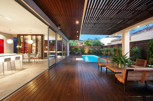 piscine-en-bois-rectangulaire-une-piscine-moderne-d'intérieur