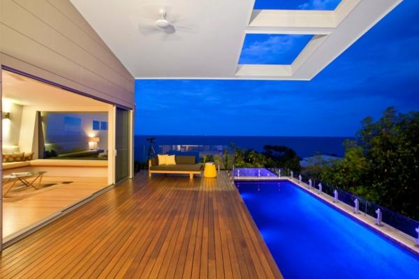 piscine-en-bois-rectangulaire-une-terrasse-unique