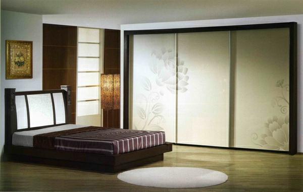 La porte coulissante de placard sur mesure for Fabriquer un placard avec portes coulissantes