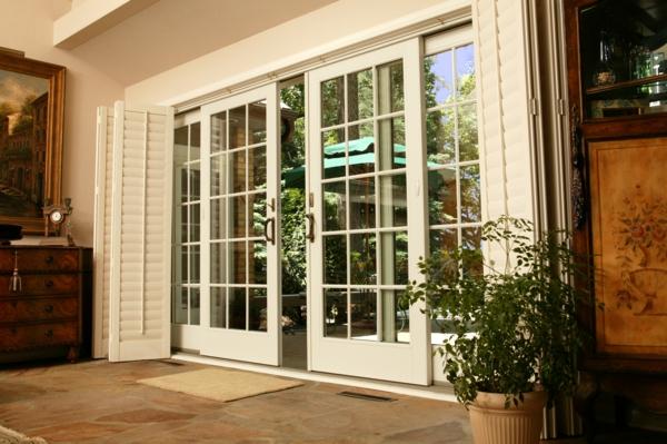 porte-coulissante-en-blanc-pour-votre-maison-élégante
