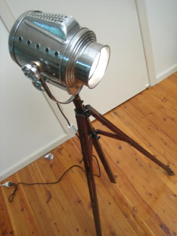 progécteur-lampe-en-fer
